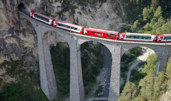 Elveruise på Rhinen med Glacier Express