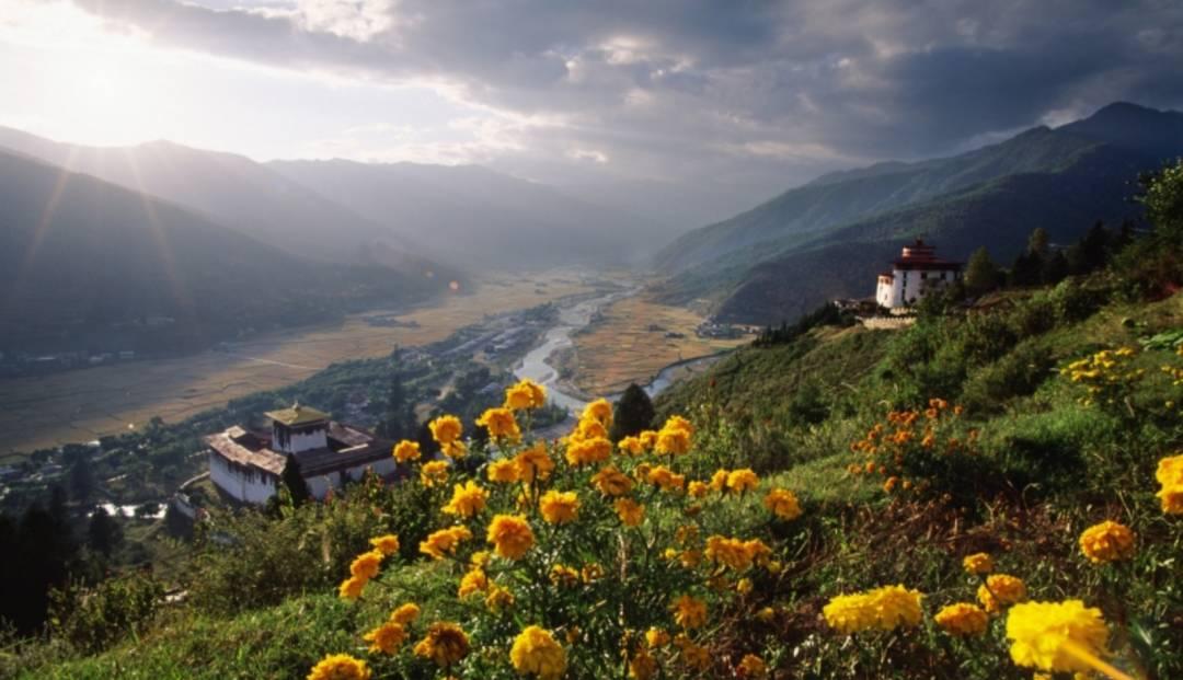 Parodalen i Bhutan venter på oss...